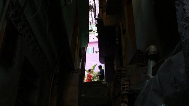 Talking with resident and former health worker Ana Costa Mendes, on Rua 4 in Rocinha, photo by Jimmy Chalk